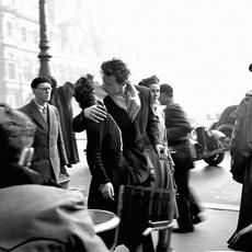 파리 시청 앞에서의 키스: 로베르 두아노
